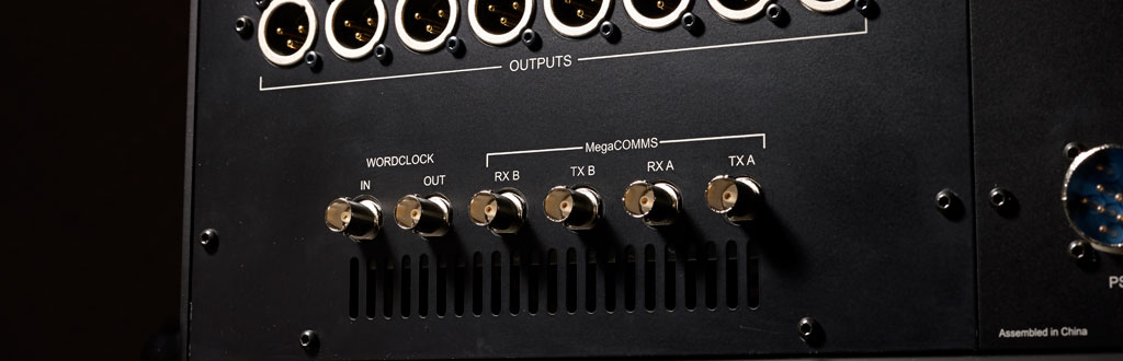Consoles MegaCOMMS connectors